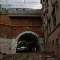 арка в старом промышленном районе :: Анна Воробьева