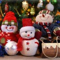 Веселые снеговики. :: Елена Kазак