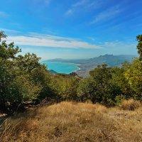 Вид с Горы Святая на Курортное и мыс Меганом :: Андрей Зайцев