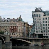 Новый город. Танцующий дом :: Елена Павлова (Смолова)