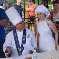Дегустация ухи шеф поваром из Карельской горницы. :: Андрей