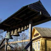 Звонница при деревенской церквушке. :: Анатолий. Chesnavik.