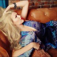 Девушка лежит на диване :: Виктория Балашова