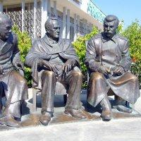 Памятник Черчиллю, Рузвельту и Сталину. :: Валерий Новиков