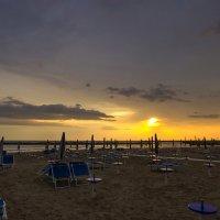 Утро на пляже в Римини :: leo yagonen