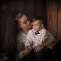 У мамы на руках. :: Сергей Касимов