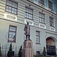 Памятник П.С.Нахимову. :: Виктор Егорович