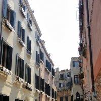 """Улочка в старой части Венеции, которую еще называют Миноре - """"Малая"""" :: Елена Павлова (Смолова)"""
