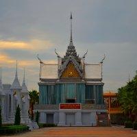 Buddhist temple courtyard :: Владимир Куликов