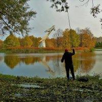 Рыбалка в Золотую осень... :: Sergey Gordoff