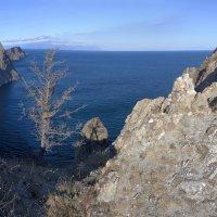 Скалистый восточный берег Ольхона :: Анатолий Иргл
