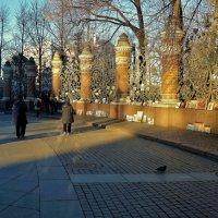 Вернисаж у решетки Михайловского Сада... :: Sergey Gordoff