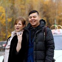 на очереди в дворец бракосочетания... :: Анна Шишалова