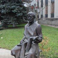 Кимры. Памятник сапожнику :: Дмитрий Солоненко