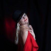 Девушка с красным палантином :: Рашид Рахимов