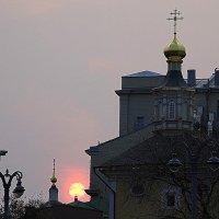 покатился красный шар :: Олег Лукьянов