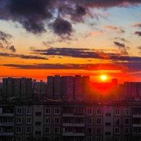 закат в городе :: Лариса Батурова