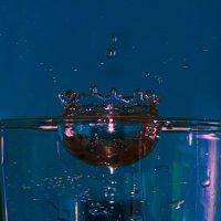 Капля упала в стакан с водой :: Ильдус Хамидулин