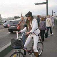 Шляпка, сапожки, белый пиджачок... :: Владимир Хиль