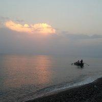 Утренняя рыбалка на Черном море. :: larisa Киселёва