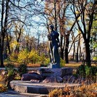Памятник  поэтессе  Л. Украинки в Киеве :: Владимир Бровко