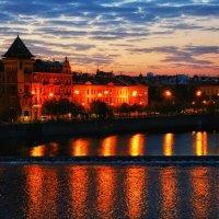 Рассвет на Карловом мосту :: Леся Сафронова