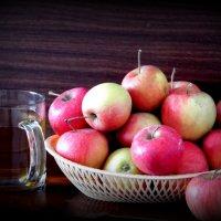 Яблочный сок. :: nadyasilyuk Вознюк