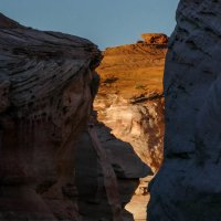 Чем дальше плывем тем уже проход между скалами каньона (США) :: Юрий Поляков