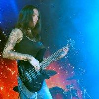 девушка бас-гитаристка :: Владимир Климин