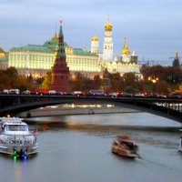Шустрый речной трамвайчик. :: Alexey YakovLev