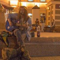 Уличный музыкант. :: Виктор Евстратов
