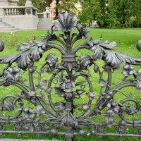 Ограда ручной работы – дар от рабочих Варшавы :: Елена Павлова (Смолова)