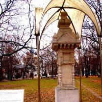 Начало ноября. Стела, возведённая в честь отмены крепостного права 1861г. :: Владимир Драгунский