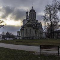 Внутри монастыря :: Александра
