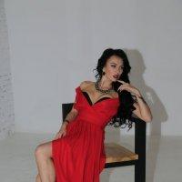 Марго в красном-7. :: Руслан Грицунь