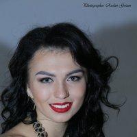Марго в красном-8. :: Руслан Грицунь