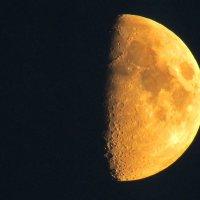 Луна - нечаянная спутница влюблённых :: Сергей Чернышев