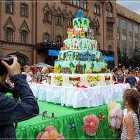 Ай да тортик...весом в 150 килограмм. :: Anatol Livtsov