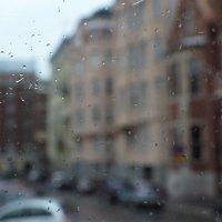 ... а за окном дождь. :: Сергей Мышковский