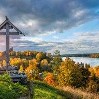Поклонный крест на горе Левитана в Плёсе :: Юлия Батурина