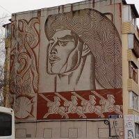 Графика на здании :: венера чуйкова