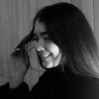 Смущенная девушка :: Ярослав Адамов
