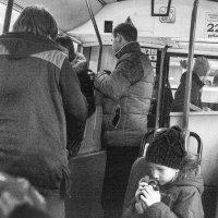 девочка в автобусе :: Галина Щербакова