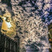 И блеском золотым весь город одержим, В неистовом, предсумрачном сиянье... :: Александр Липовецкий