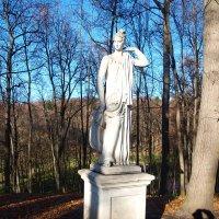 Ноябрь.Скульптура и моя тень. :: Владимир Драгунский