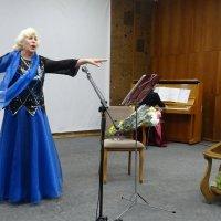 Концерт ростовской певицы Ларисы Соковец в литературной гостиной публичной библиотеки :: татьяна