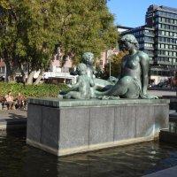 Скульптура в парке ратуши Осло :: Natalia Harries