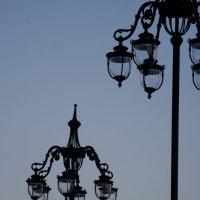 Графика: фонарные столбы и небо :: Алексей Коробов
