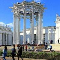 фонтан в колонаде :: Олег Лукьянов