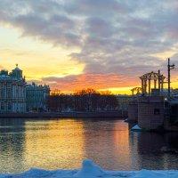 Рассвет над Зимним :: Valerii Ivanov